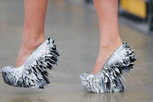 sapatos feitos com técnicas magnéticas